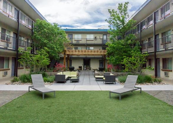 Apartments with Courtyards Denver